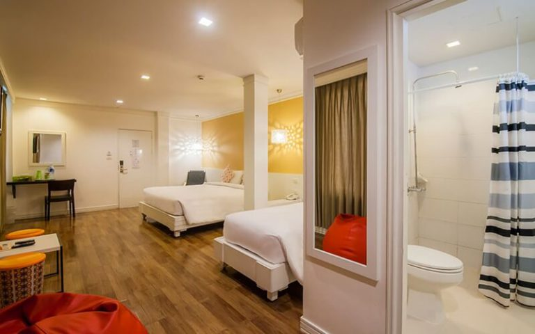 First House Bangkok : Modern Deluxe Room