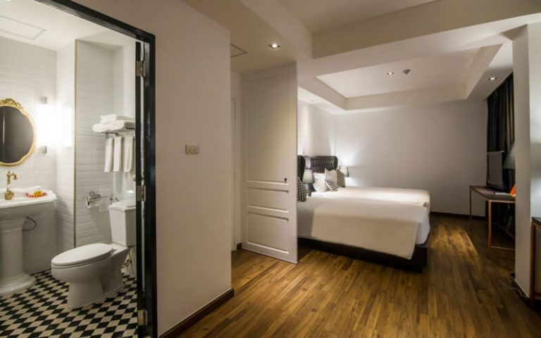 First House Bangkok : Premier Triple Room